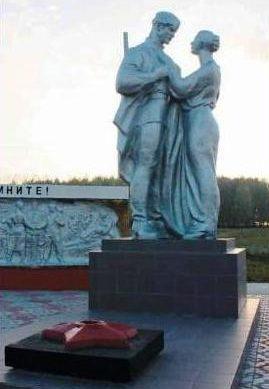 Скульптурная группа «Солдат и женщина».