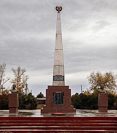 с. Веселоярск Рубцовского р-на. Центральная часть мемориала.