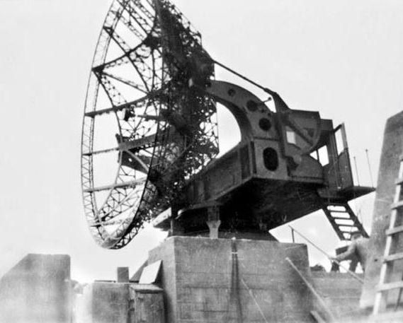 Радар «Wüzburg-Riese» на крыше зенитной башни.