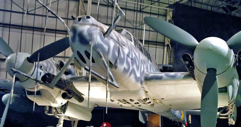 Ночной истребитель Me 110G-2, оснащенный радаром FuG-220, антенны которого, размещены на носу самолета.