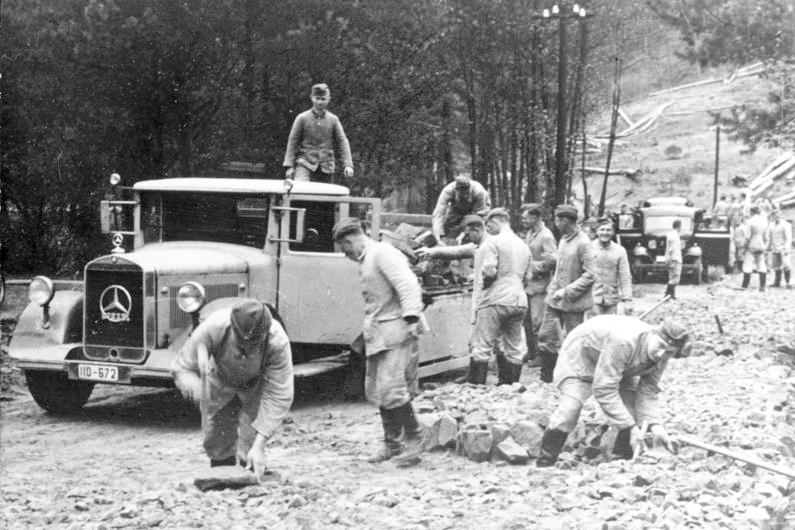 Строительство дороги на линии Зигфрида. Октябрь, 1938 г.