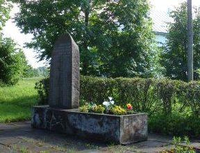 Памятник погибшим односельчанам.