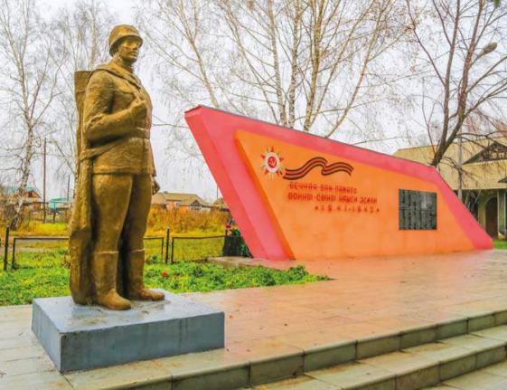п. Линевский Смоленского р-на. Памятник воинам, погибшим в годы войны.