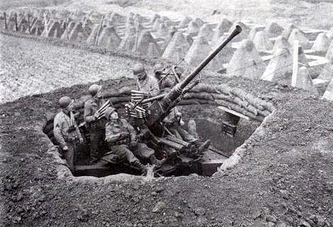 Позиция зенитчиков в бетонном колодце.