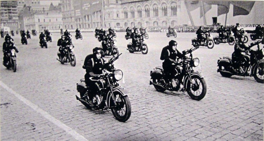 Мотоцикл ТИЗ АМ-600 на Красной площади. Москва. 1940 г.