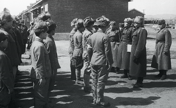 Фронтовой лагерь для японских военнопленных в Муданьцзян. Маньчжурия, 1945 г.