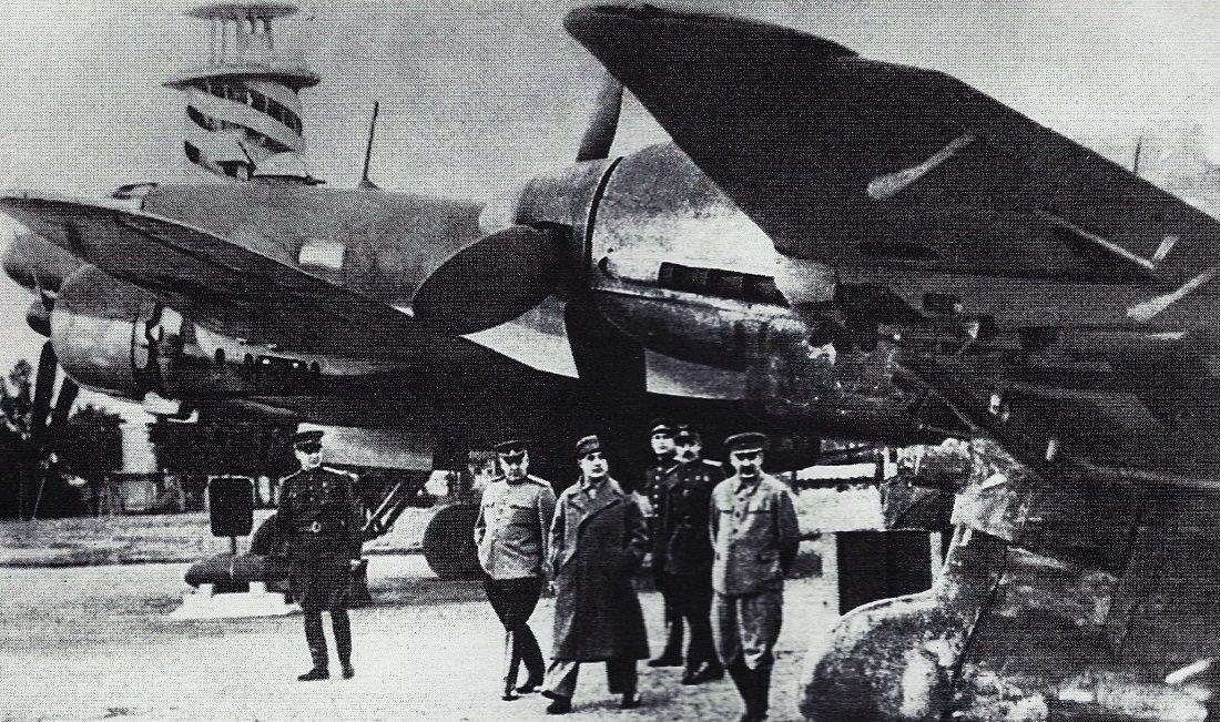 Сталин на выставке. Июнь, 1943 г.