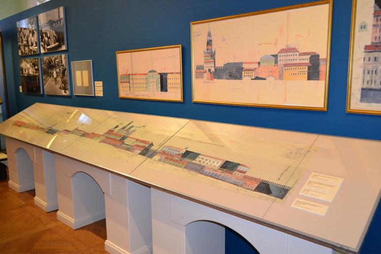 Выставка эскизов маскировки строений Московского Кремля в зале Славы и истории ФСО России.