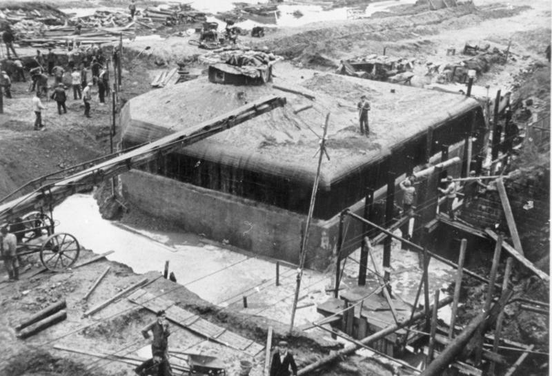 Строительство укреплений у железнодорожной станции Диллинген. Октябрь, 1939 г.