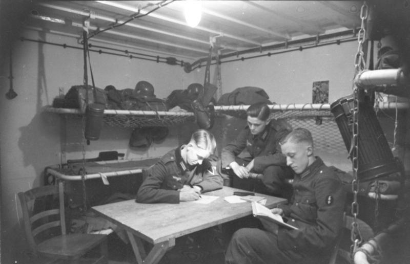 Солдатский жилой блок в бункере.