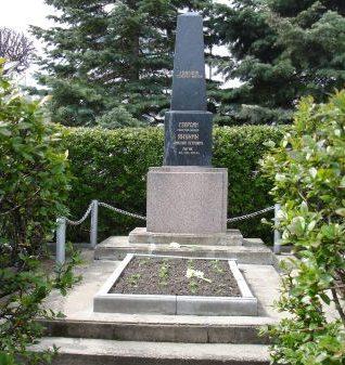 г. Мадона. Обелиск по улице Сколас, установленный на могиле генерал-майора Н.П. Якунина.