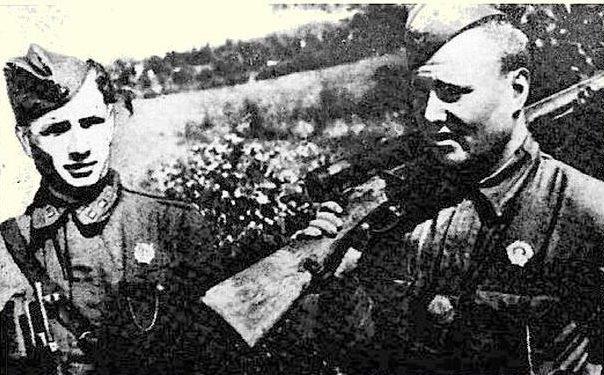 Снайперы Иван Изегов и Василий Орлов.