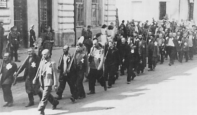 Евреи из гетто идут на работы. Осень, 1941 г.