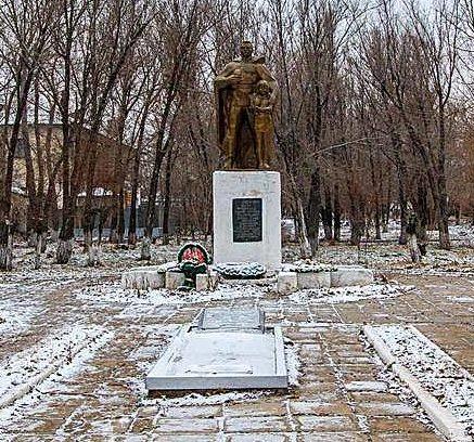 г. Горняк Локтевского р-на. Памятник землякам-панфиловцам.
