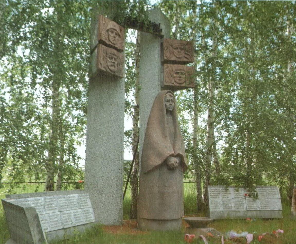 п. Бурановка Павловского р-на. Мемориальный комплекс воинам, погибшим в годы Великой Отечественной войны. На мемориале возвышается статуя «Скорбящая мать», на мраморных плитах высечены имена участников войны.