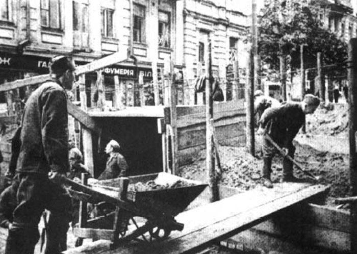 Строительство оборонительных сооружений на Лютеранской. 1941 г.