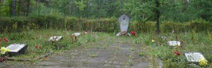 п. Приежмале, волость Кастулинас, край Аглонас. Памятник, установлен на воинском братском кладбище, где похоронены 145 советских воинов, погибших в 1941 и 1944 годах. Среди них 80 неизвестных.