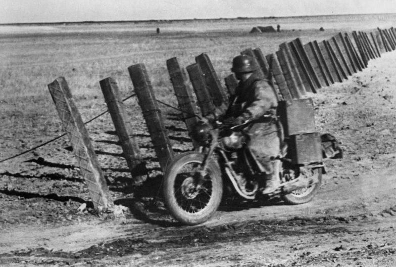 Мотоцикл BMW R20/R23 в Крыму. 1942 г.