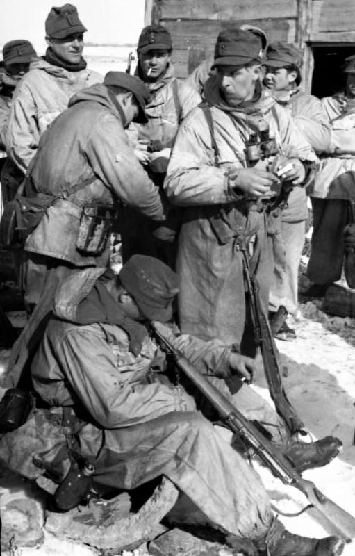 Егеря на привале. 1944 г.