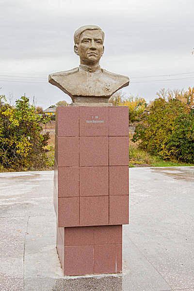 Бюст Герою Советского Союза Зиме И.П.