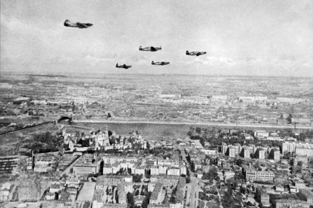 Истребители патрулируют московское небо. Осень, 1941 г.