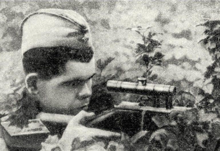 Снайпер Николай Ильин в засаде. Июнь1943 г.