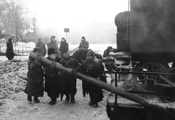 Узники гетто за работой. Февраль, 1942 г.