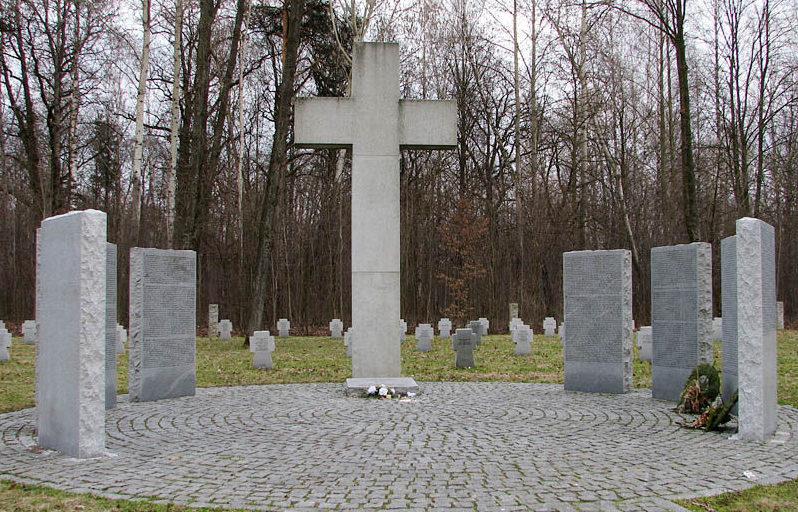 Памятник в немецком секторе кладбища.