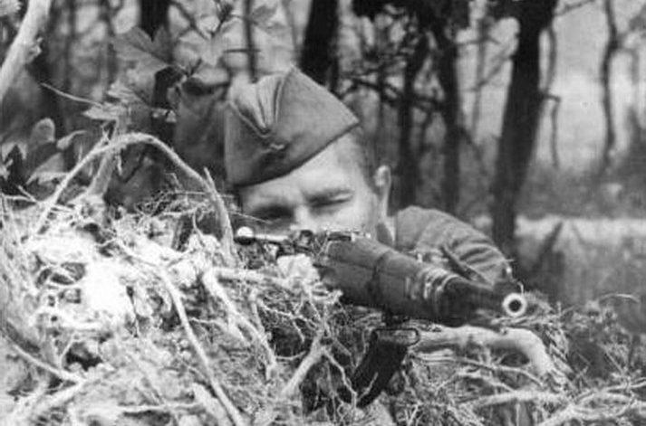 Снайпер Ф.И. Федоров одержал 28 побед. Юго-Западный фронт Июль 1941.