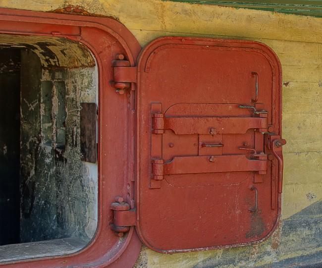 Бронированная дверь входа.