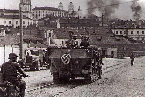 Немецкие войска вошли в город. Июнь, 1941 г.