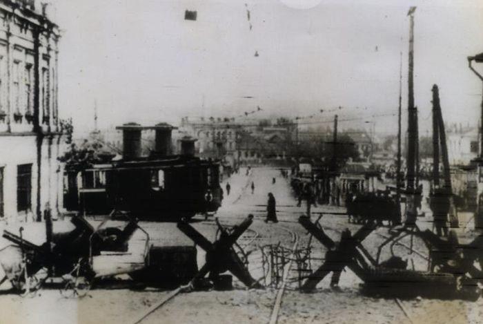 Немецкие оборонительные баррикады на улице Воровского. Октябрь 1943 г.