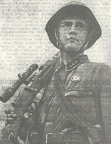 Снайпер-комсомолец на защите города Ленина. Июль 1942 г.