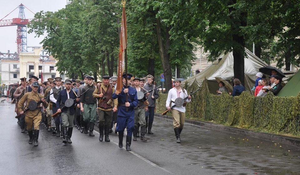 Так себе парад представляли сегодняшние «реконструкторы».