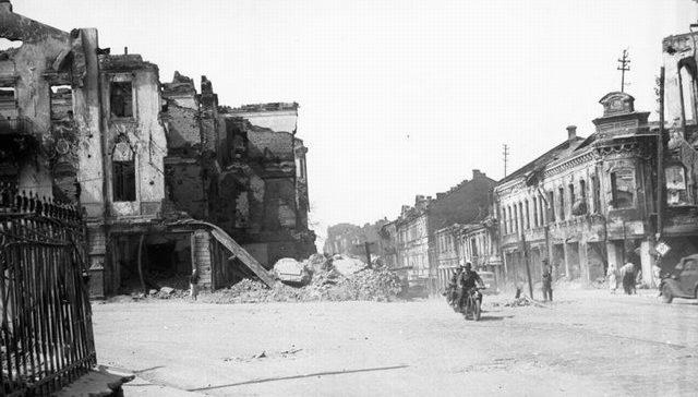 Перекресток проспекта Независимости и улицы Энгельса. Июнь, 1941 г.