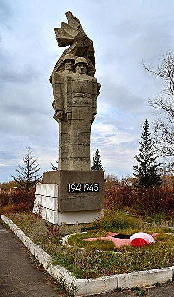 п. Мамонтова Поспелихинского р-на. Памятник, павшим в годы Великой Отечественной войны.