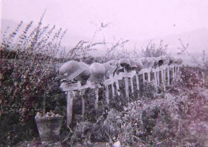 Захоронения немецких солдат вблизи форта.