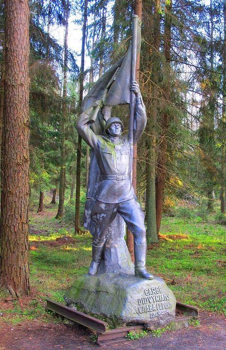 Памятник воину-освободителю в Груто парке.