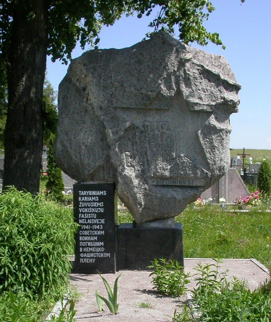 д. Мядининкай Вильнюсского р-на. Памятник, установлен у кладбища по улице Капуд, где похоронены неизвестные советские военнопленные и заключённые Мядининкского концлагеря.