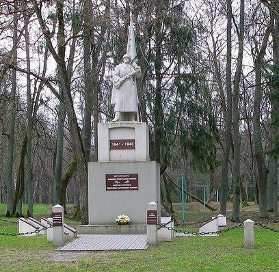 г. Раудоне Юрбаркского р-на. Памятник в городском парке, установленный на братской могиле в которой похоронено 190 советских воинов 262-й стрелковой дивизии 39-й армии, погибших в октябре 1944 года. Среди них – 48 неизвестных.