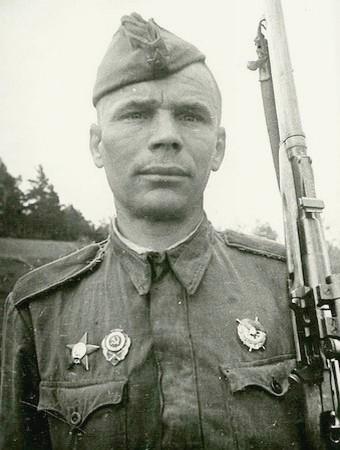 Хандогин Гавриил Никифорович одержал 182 победы.