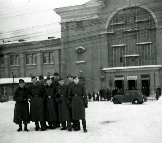 Железнодорожный вокзал. Зима, 1942 г.