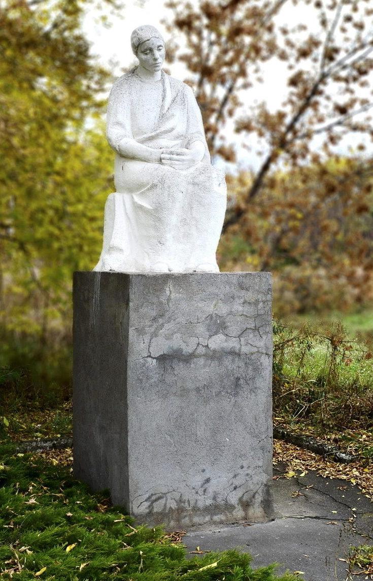 п. Мамонтова Поспелихинского р-на. Памятник, погибшим в годы войны.