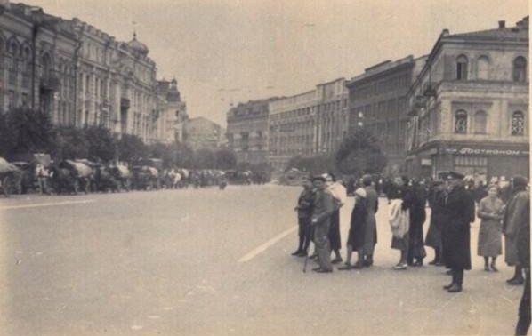 Немцы входят в город. Крещатик у Главпочтамта. Сентябрь, 1941 г.