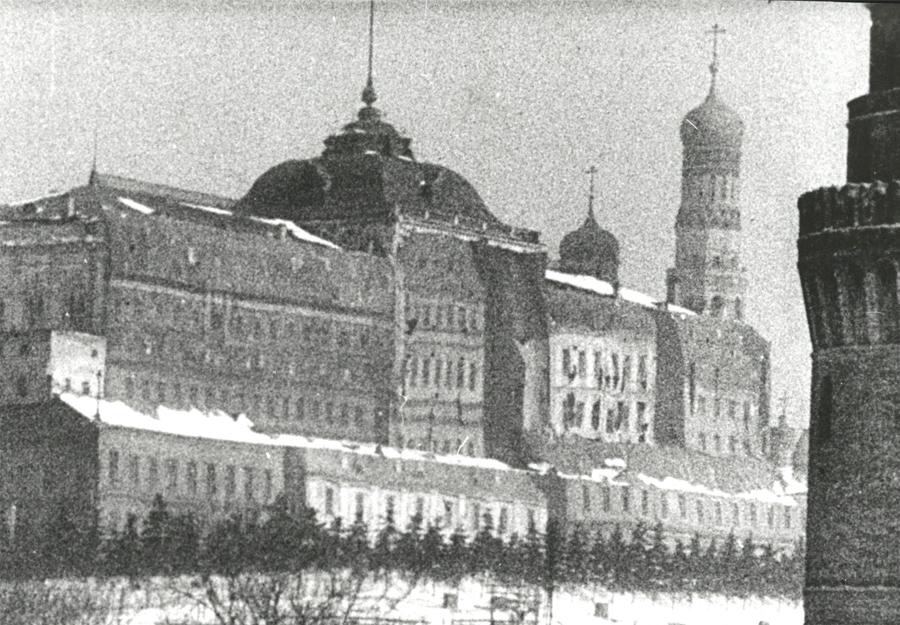 Большой Кремлевский Дворец после маскировки.
