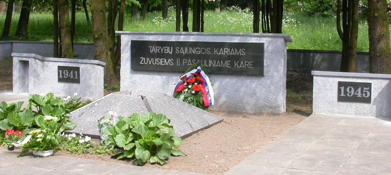г. Смалининкай Юрбаркского р-на. Братская могила по улице Нямуно на кладбище, в которой похоронено 32 воина 262-й стрелковой дивизии, погибших в октябре 1944 года. Среди них 13 неизвестных.