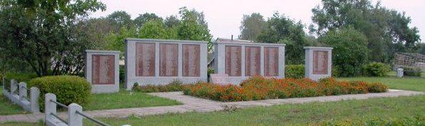 п. Салакас Зарасайского р-на. Воинское кладбище по улице Вильняус, где в 1950 году перезахоронены 220 солдат 43-й армии, погибших в июле 1944 года.