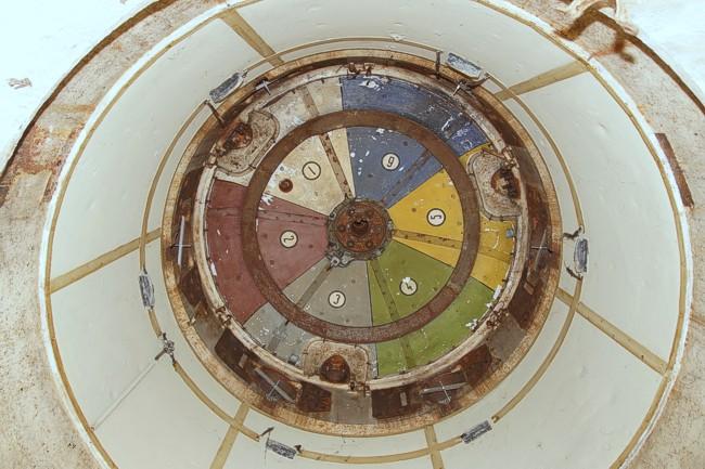 Внутренняя часть башни 20P7 разделенная на секторы ведения огня.