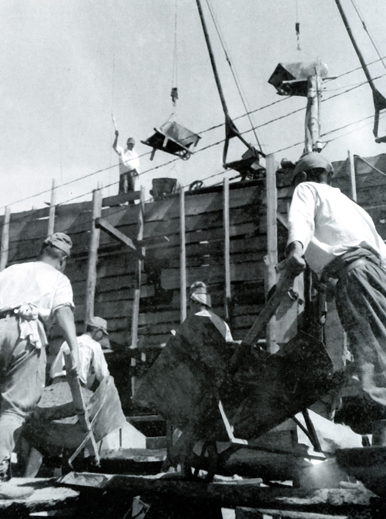 Строительство японскими военнопленными моста в Иркутской области.