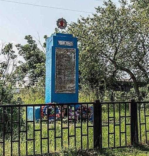 с. Малый Калтай Залесовского р-на. Памятник землякам, погибшим в годы войны.